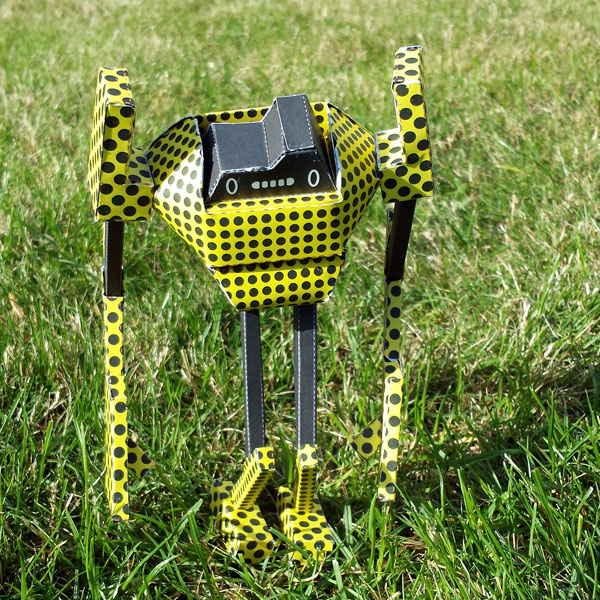 Papertoy-Roboter DTS-19S von Shin Tanaka
