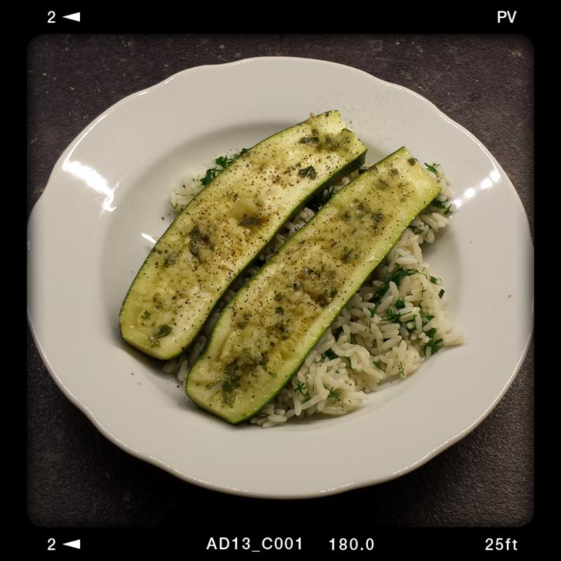 Knoblauch-Minz-Zucchini mit Kräuterreis